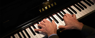 010_b_upright_pianos_1200_480_1200x